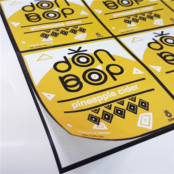 In tem decal vuông cho phép cung cấp nhiều thông tin hơn tem dạng tròn.