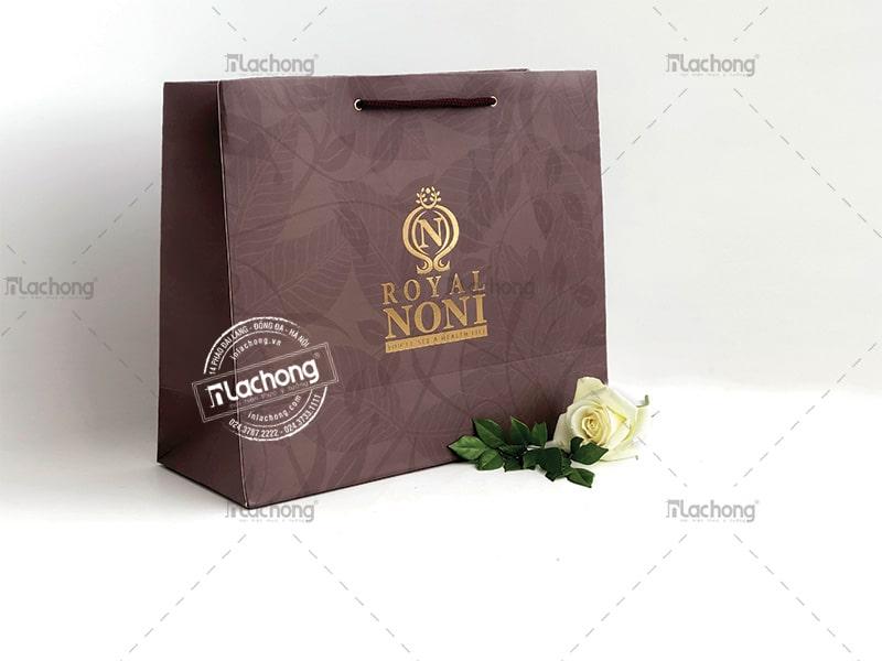 Túi giấy NONI màu nâu phù hợp với mục đích đựng cafe.