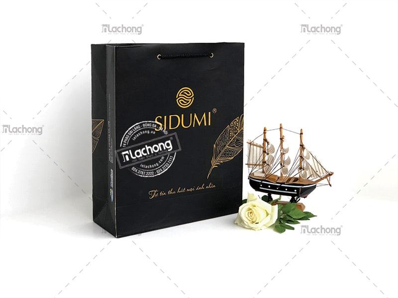 Túi giấy Sidumi màu đen mang đến sự sang trọng.