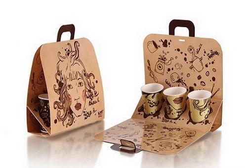 Khách hàng sẽ cảm thấy thích thú và ngon mắt khi nhận được những cốc cafe theo cách một món quà. Mẫu túi giấy này nghiêng về hình thức hơn sự đa năng. Thiết kế này chỉ cho phép bạn đựng những cốc cafe mà không thể đựng kèm thêm một chiếc bánh ngọt. Tuy nhiên, với thiết kế dành riêng để đựng cafe, chiếc túi giấy này đã đủ ấn tượng từ hình thức đến công dụng.