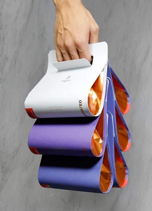 Những tấm giấy được uốn cong tựa hình giọt nước, xếp chồng lên nhau tạo thành những ngăn chứa thực phẩm mới lạ, độc đáo. Trong mỗi ngăn chứa thực phẩm được lót bằng một lớp giấy bạc để duy trì nhiệt độ và đảm bảo vệ sinh.