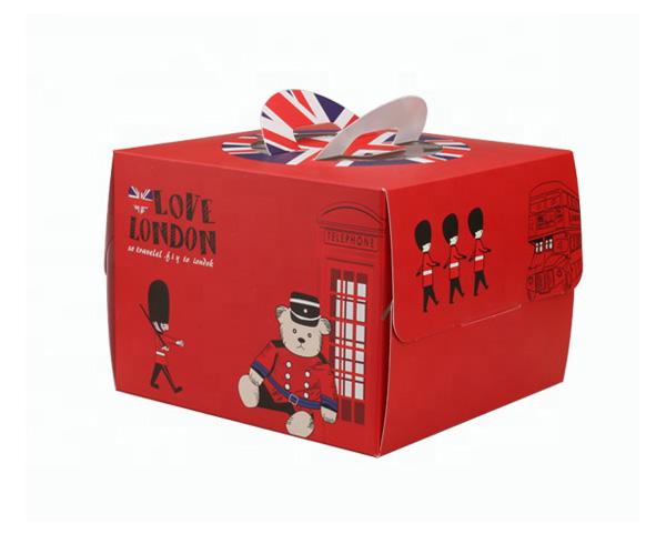 Hộp đựng bánh sinh nhật đẹp tăng tính thẩm mỹ cho sản phẩm, dễ cầm, nắm hơn.