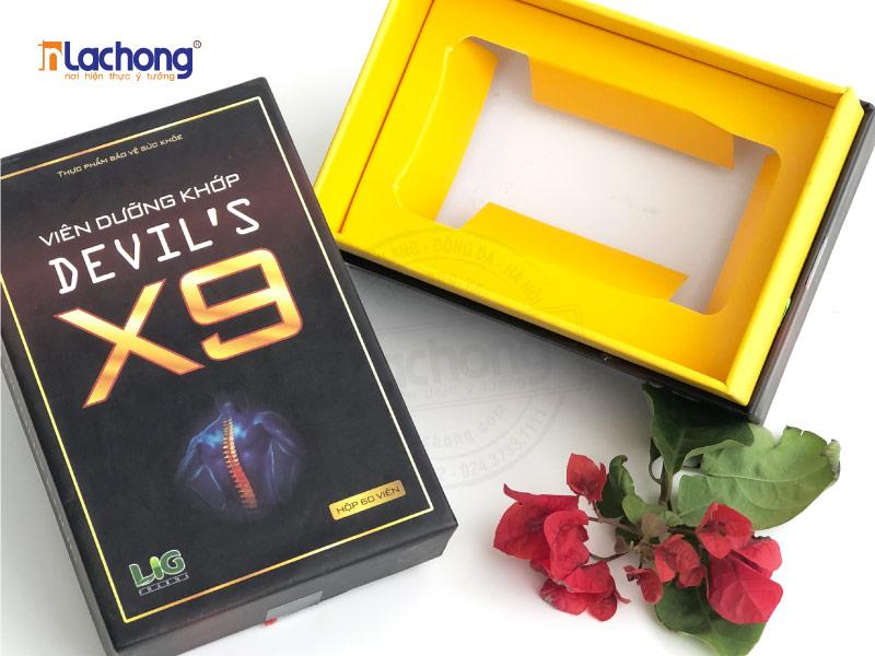 In hộp carton lạnh viên xương khớp DEVIL'S X9 có khuôn,đựng và cố định sản phẩm bên trong dễ dàng.