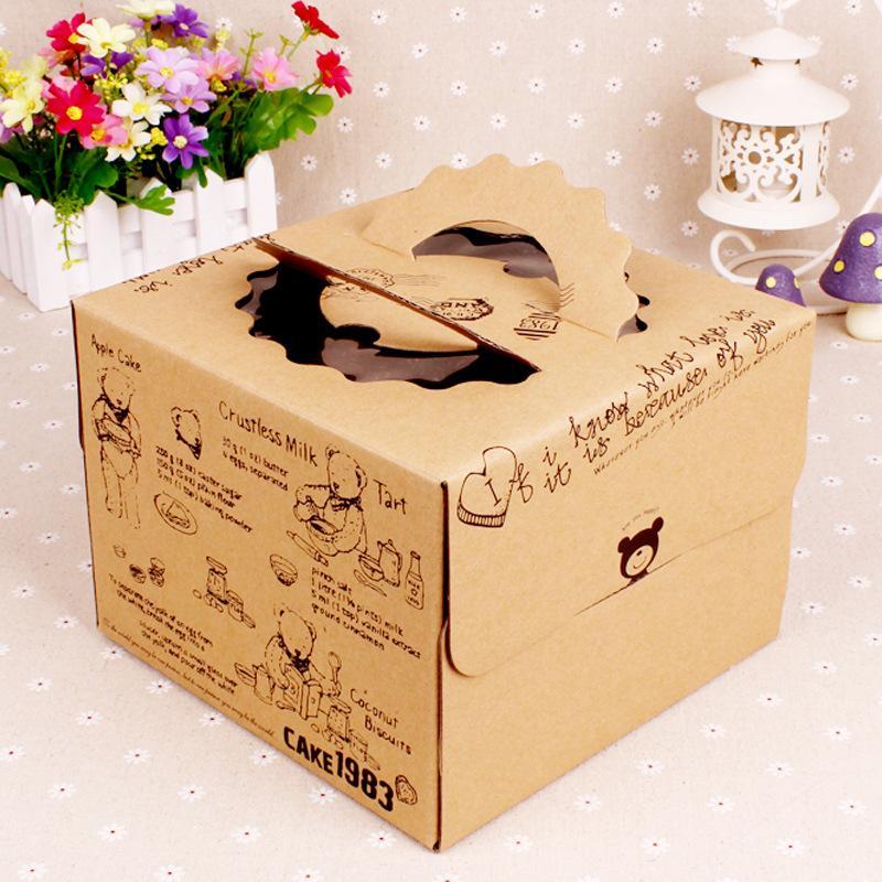 Mẫu hộp được in bằng chất liệu giấy kraft, nhẹ, bền, rẻ có quai cầm, tiện lợi cho người dùng.