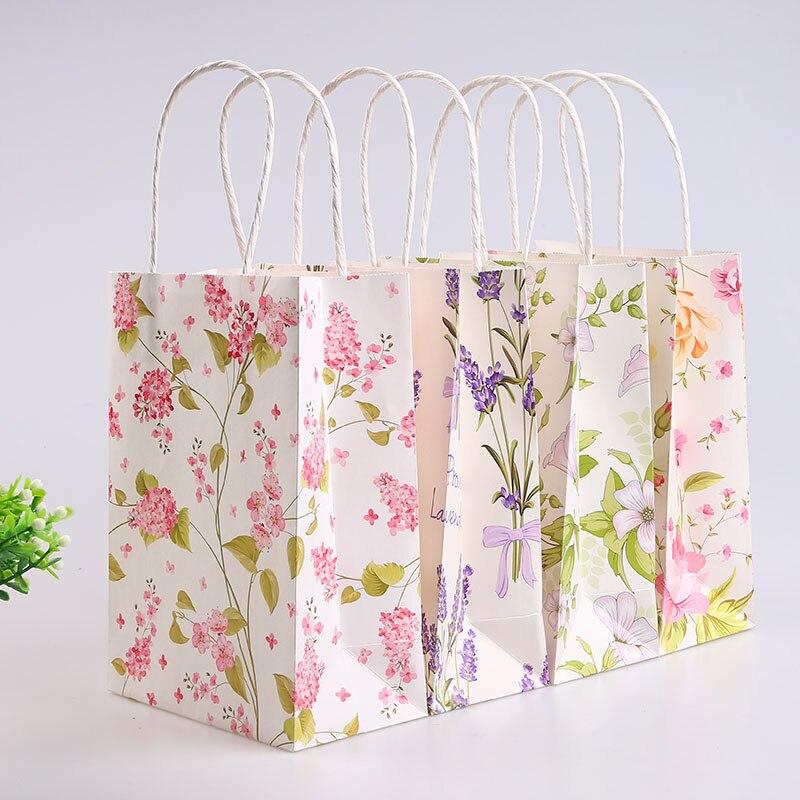 Từ những loại giấy tái chế sẽ cho ra được những mẫu túi giấy đẹp và ấn tượng để làm túi quà tặng