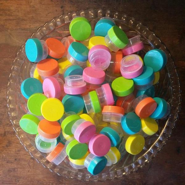 Các mẫu hộp nhỏ được làm bằng nhựa có thể dùng để chiết nhiều loại sản phẩm khác nhau. Giá thành giao động từ 800-1500/hộp tùy vào từng đơn vị cung cấp