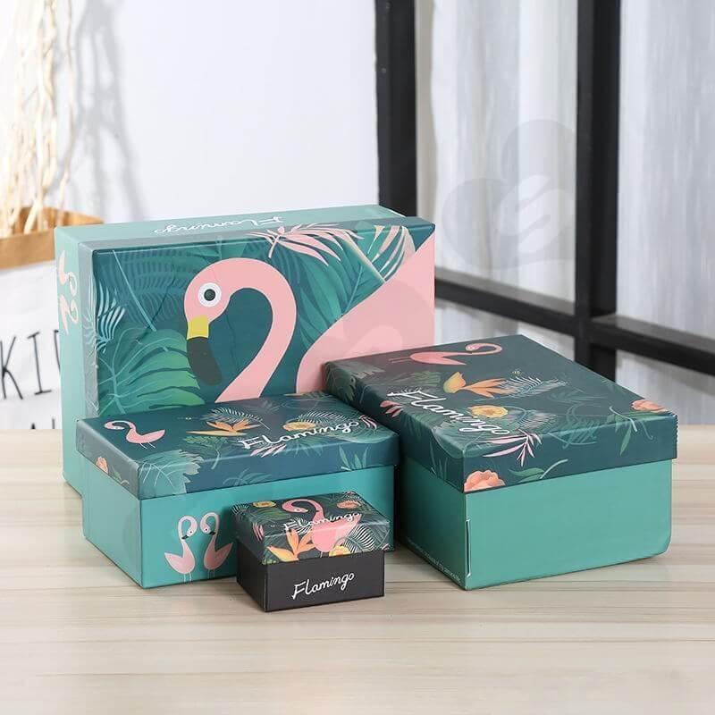 Hộp quà tặng được làm với nhiều kích thước khác nhau, tùy vào kích thước sản phẩm ở trong nó.
