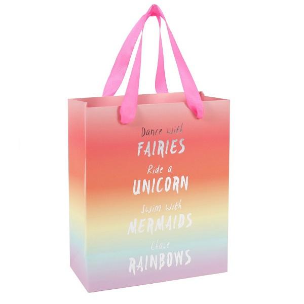 Túi giấy đựng quà được phối màu cực bắt mắt và thu hút