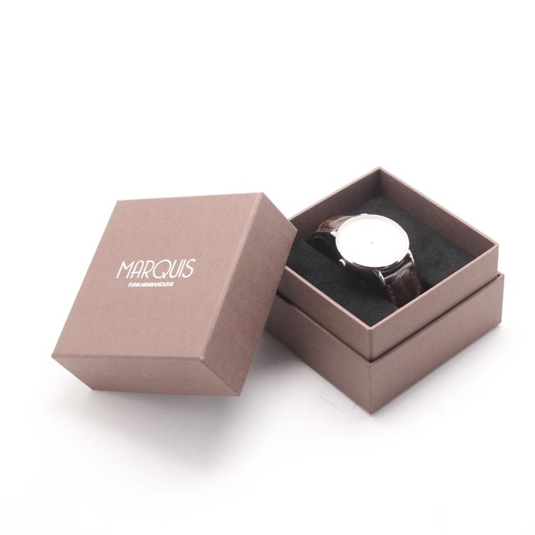 Thiết kế hộp giấy đựng đồng hồ theo kiểu nắp âm dương tại Lạc Hồng, màu sắc hài hòa với sản phẩm.