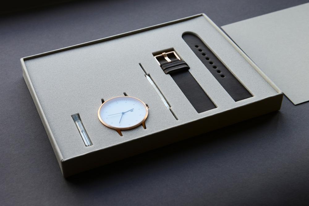 Với các mẫu đồng hồ có thể tháo rời thì đây là kiểu thiết kế hộp giấy đựng đồng hồ cực sáng tạo