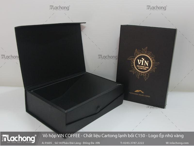 Vỏ hộp bìa cứng đựng cà phê VIN COFFEE, logo được ép nhũ tạo điểm nhấn cho hộp giấy.