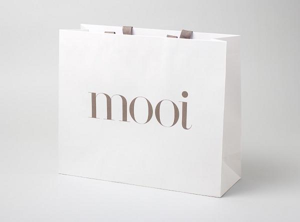 Túi giấy in logo đẹp giúp gia tăng tối đa tính thẩm mỹ của bao bì sản phẩm.