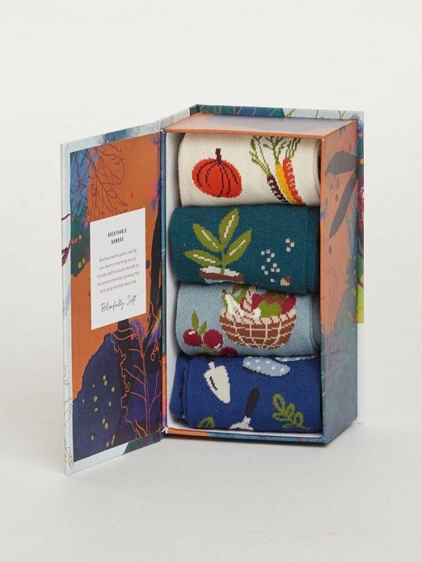 In hộp giấy cứng đựng tất, tăng tính sang trọng và phù hợp để làm quà tặng