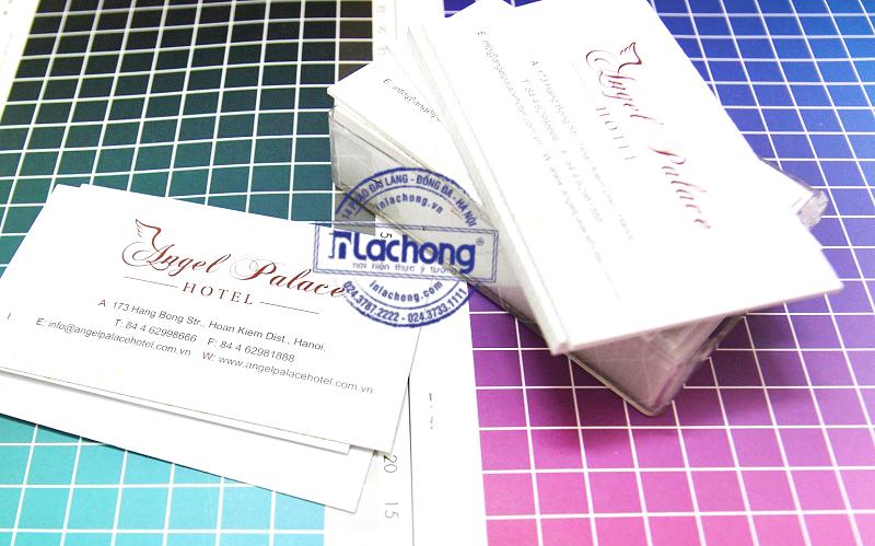 1 hộp name card tại Lạc Hồng thường có 100 cái