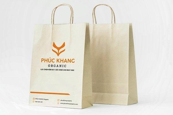 Túi giấy kraft mini trắng với logo thương hiệu nổi bật