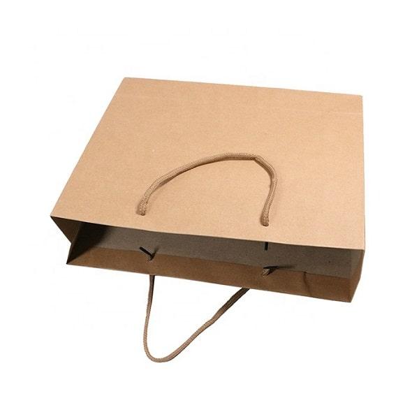 Mẫu thiết kế túi giấy có quai mà nâu basic