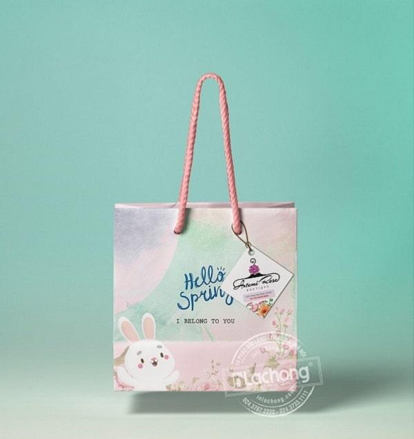 Một shop thời trang có chiếc túi giấy đựng đồ đẹp sẽ để lại ấn tượng tốt cho khách hàng