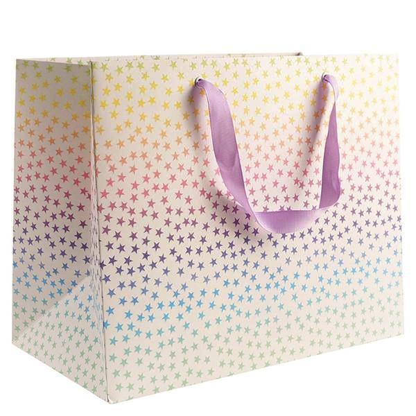 Mẫu thiết kế túi giấy đựng quà với kiểu dáng và màu sắc bắt mắt