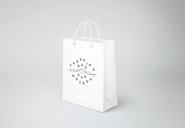 Mock-up túi giấy shop thời trang