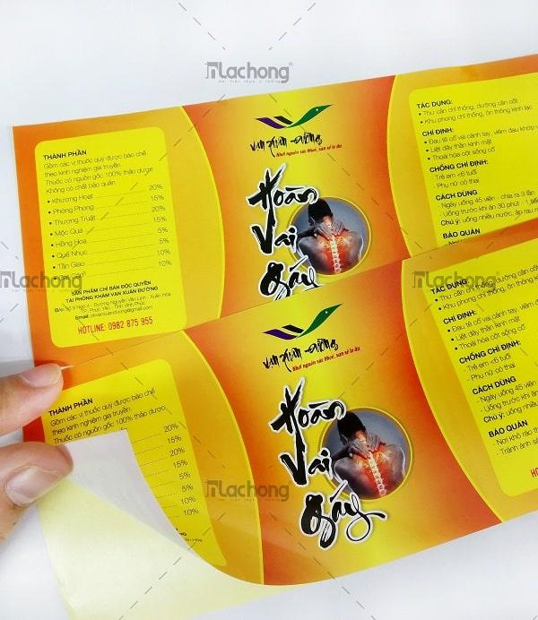 In nhãn làm bằng decal giấy dán chai, lọ sản phẩm do Lạc Hồng sản xuất