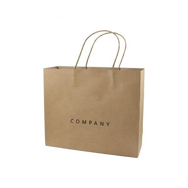 Quai túi làm bằng chất liệu kraft tạo nên sự đồng bộ hoàn hảo cho mẫu túi giấy