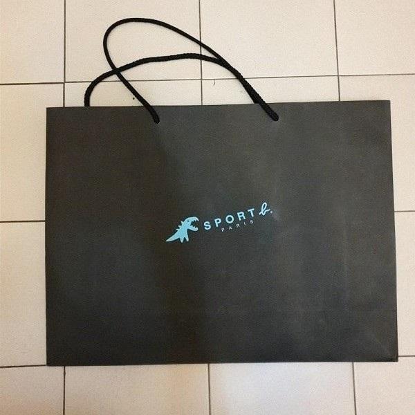 Mẫu túi giấy đựng giày cho shop đồ thể thao