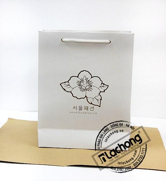 In túi giấy chất liệu Ivory cho shop thời trang Hàn Quốc