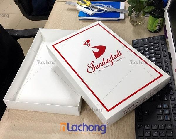 In hộp giấy đựng váy Sundayladi của Lạc Hồng
